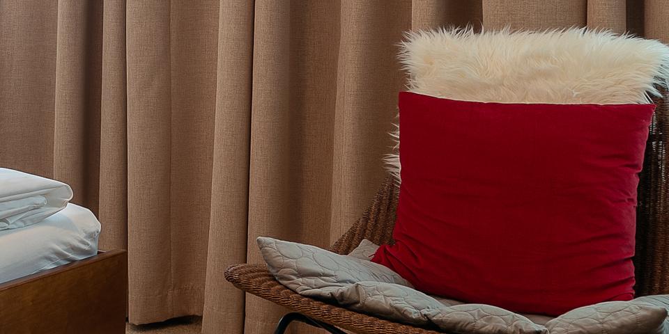 Sessel mit Rotem Polster