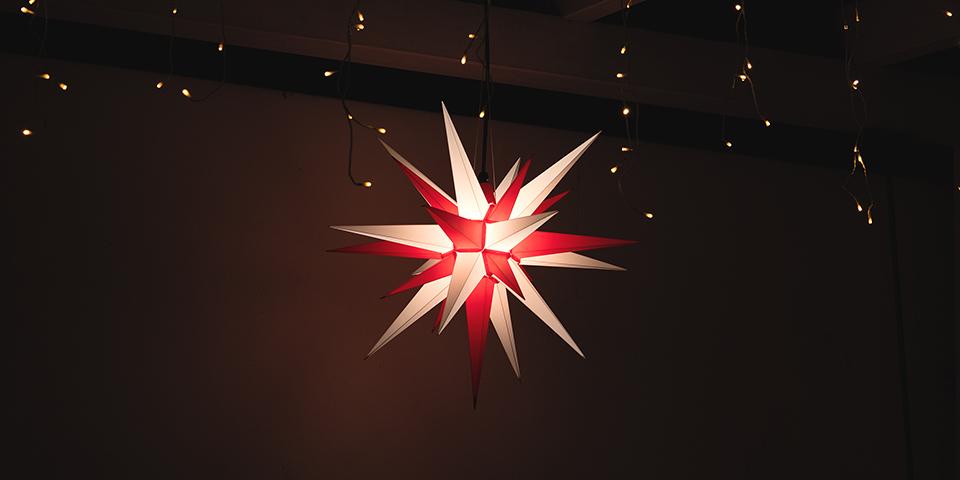 Weihnachtsdekoration im Aussenbereich