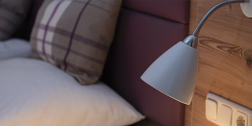 Nachtlicht und Steckdose am Betthaupt